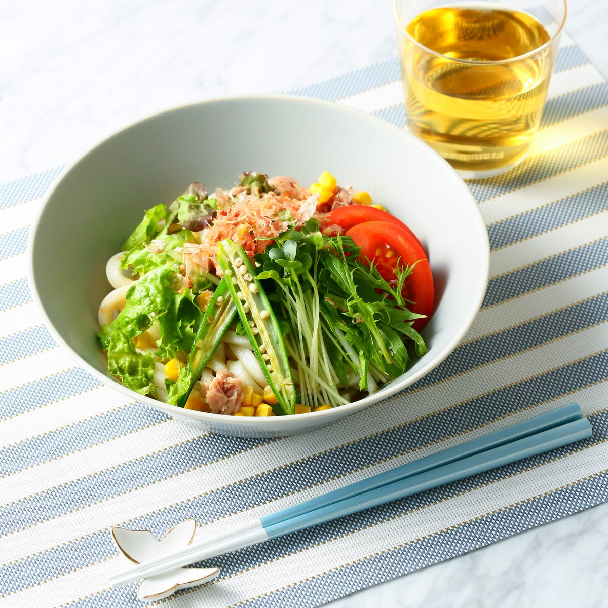 #Francfrancのある生活  暑さと疲れて食欲がわかない日もさっぱりとしたサラダうどんなら美味しく食べられそう。赤緑黄の野菜を盛り付けて見た目も楽しんでパワーチャージしましょう。 軽量多用深皿は、麺料理にも丼ものにもピッタリでおすすめです。  ▼軽量多用深皿 https://t.co/CFZ8i3fQFB https://t.co/DVUHDXoCPV