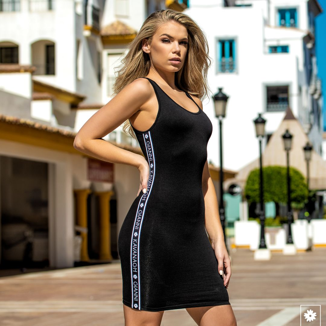 The days are warming up and you still don't know what to wear? Simple: grab your Black Core Dress With Gk Elastic now! Available in black and red at  @tamdexter #giannikavanagh #madeforwinners #gkeverywhere #fashion #streetwear