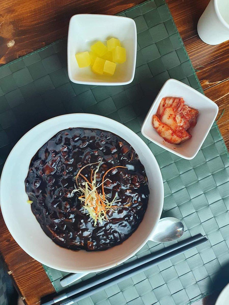 ร้าน dae ga hyang บางนา จาจังมยอน อร่อยมากกก ให้เยอะมาก  ทังซูยุก (หมูชุบแป้งทอด) ก้อกรอบนอกนุ่มใน  ทานคู่กับซอสสูตรพิเศษของร้าน #짜장면 #탕수육 #อร่อยไปแดก #อร่อยบอกต่อ #อร่อยจนต้องรีวิว #อาหารเกาหลี #koreanfood https://t.co/eKOadDEEBq
