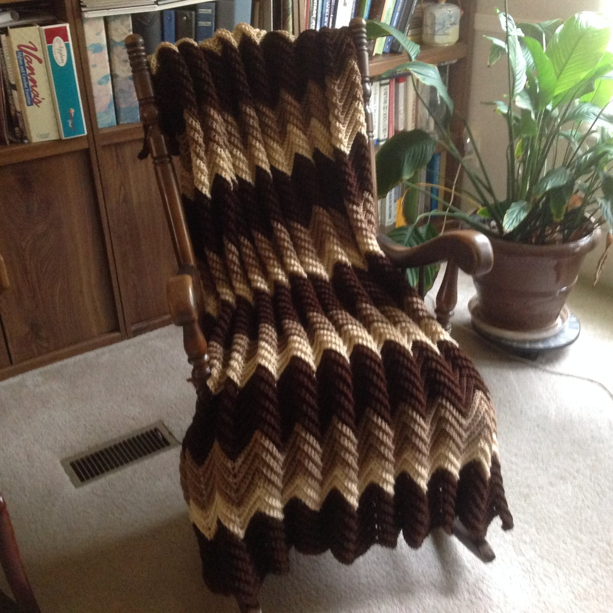Coffee & Cream Chevron Afghan/Throw/Blanket, Mid-size, Handmade, Teen/Youth to Nursing Home Gift, Machine Wash, Free Shipping, Made in USA http://tuppu.net/8eacf2f8 #YarnQueens #Etsy #FreeShipping pic.twitter.com/st6KFP3JFM