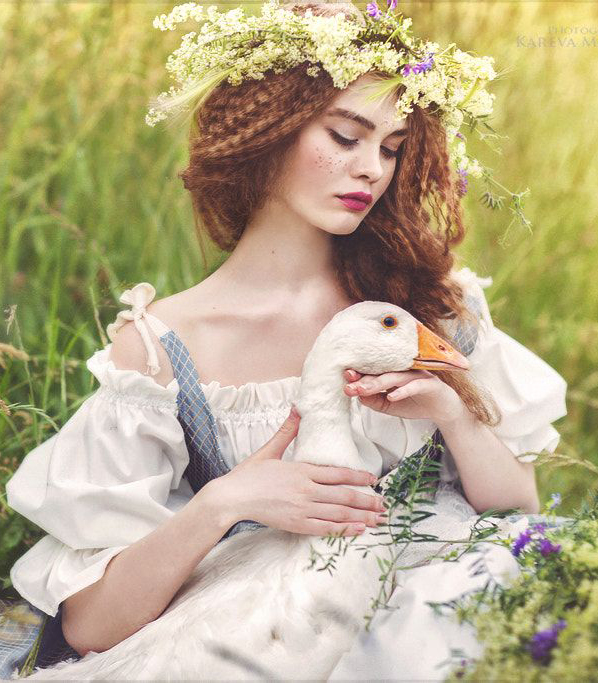 """We know it's all just daydreaming...But sometimes, it'd be nice just to hold something real in your hands that felt like a measure of your worth."" - The Goose Girl, Shannon Hale. #FairytaleTuesday #cottagecore   (Photography: Kareva Margarita)pic.twitter.com/syKcV3HrvN"