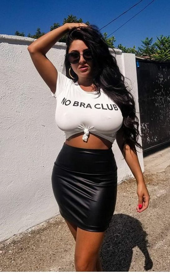 #NoBraClub #braless #sutiãpraque #blackandwhite #busty #bigboobs #bigtitsmom