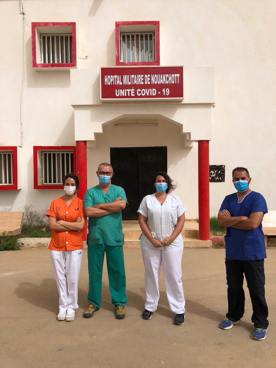 El vuelo a Territorio Nacional será aprovechado para que los tres facultativos y dos enfermeros de la @AECID_es que se trasladaron al país africano hace unos días, para aconsejar mejoras y así dar una respuesta sanitaria a la #COVID19 más eficaz, regresen a España. 📸: AECID https://t.co/UFqNJkDm0W
