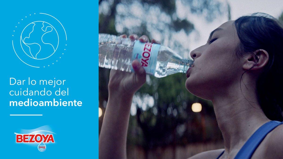 #DarLoMejor es apostar por un futuro sostenible. Por eso, recogemos agua  de mineralización muy débil en botellas 100% plástico reciclado en los formatos pequeños. Nuestro compromiso es que en 2022 todas nuestras botellas sean de plástico reciclado.  ➡️ https://t.co/PoQwTtJALp https://t.co/HQKVAWd19C
