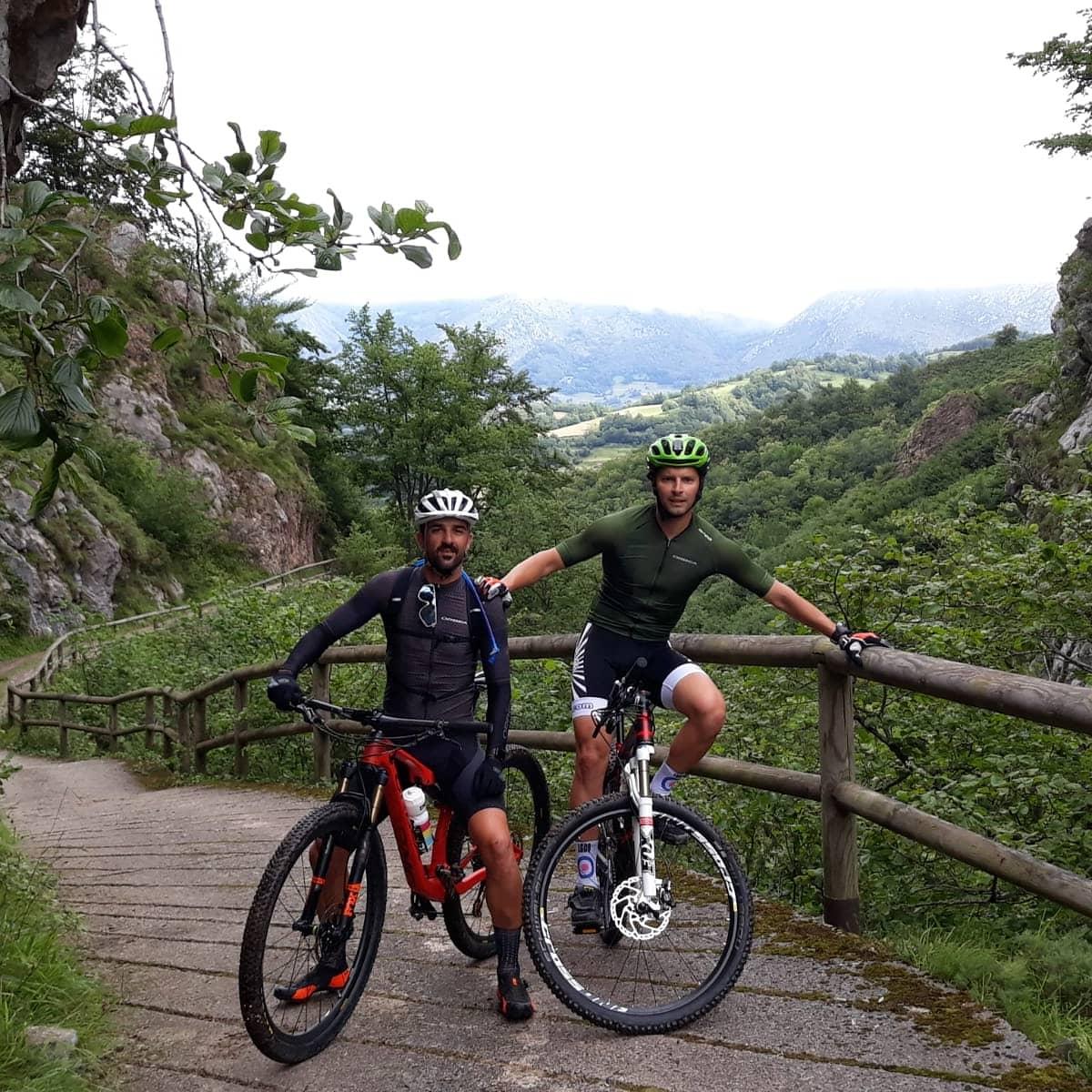 Disfrutando del Parque Natural de Redes en MTB con buena gente 🚴🏞✌ #asturiasparaisonatural #veranoenasturias #Orbea #RudyProject #226ers https://t.co/J0pZDCMdbv