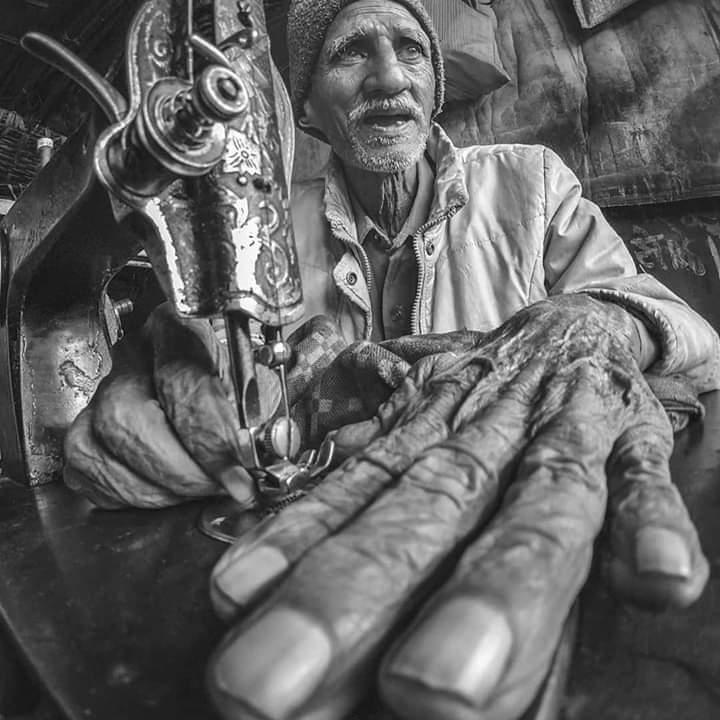 Que mi suerte sea la de un clavo, pero nunca la de un esclavo.  #estadowhatsapp #nazaret #valencia #reflexiones #blackandwhite #J_Carbonell