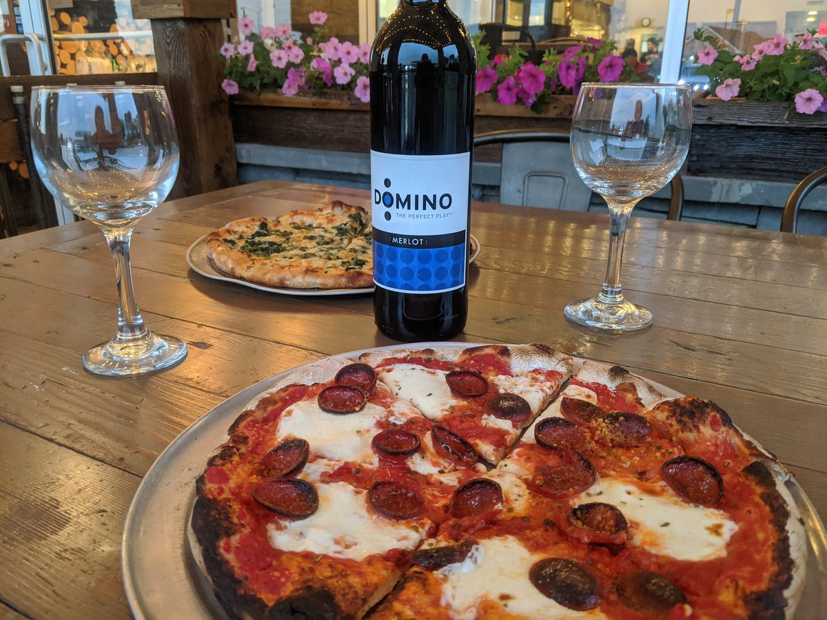 """2 10"""" Wood Fire Pizzas & Bottle Wine $25.  Every Tuesday Night. #summertime #datenight #PizzaMoodpic.twitter.com/HngEqRdyUi"""