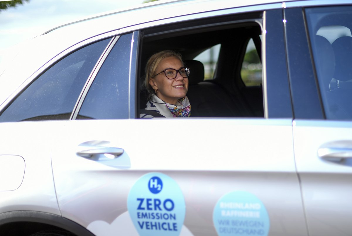 Our energy system needs to be greener, smarter, more effective and less wasteful. @KadriSimson visited a hydrogen electrolyser project in Germany yday. Tomorrow she presents with @TimmermansEU the EU Energy System Integration and Hydrogen Strategies. ec.europa.eu/commission/com…