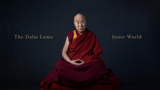 """(And now for your moment of zen*). Dalai Lama celebra 85 anos com lançamento de álbum: ouça aqui """"Inner World"""". (*sim, nós sabemos que Dalai Lama não é Budismo Zen).  https://t.co/RwiniUPDAU https://t.co/nQuZbxRl2s"""