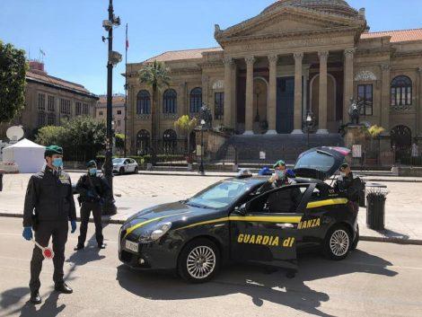 Sequestrati a Palermo sigarette e droga dalla Guardia di Finanza (FOTO) - https://t.co/fkYZ2jfbLX #blogsicilianotizie