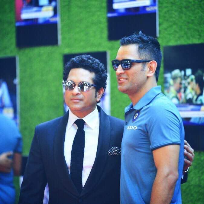 God of cricket @sachin_rt And our thala @msdhoni #SachinTendulkar  #HappyBirthdayDhoni #HappyBirthdayThala  #HappyBirthdayMSDpic.twitter.com/mieyiJ7aIj