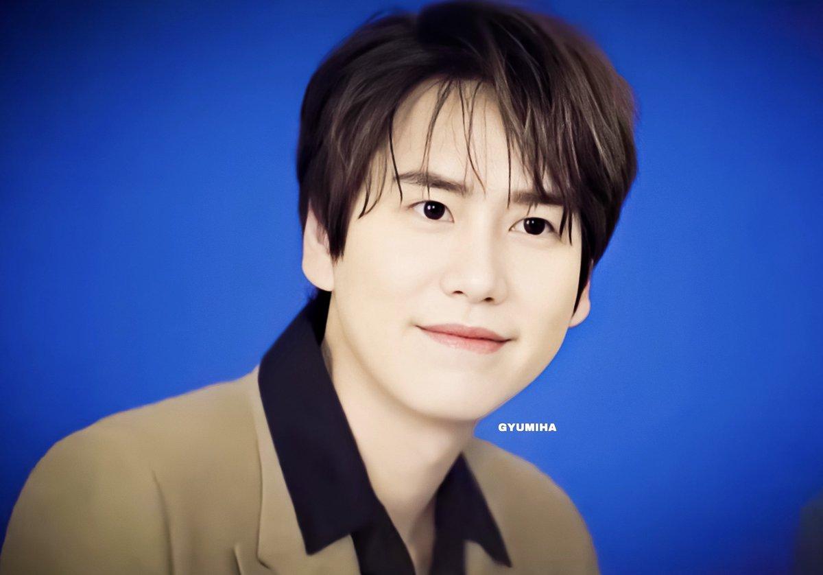 Gosh @GaemGyu why you sooo pretty? Like why? Why? Just effortlessly beautiful and pretty. Whut? 😘💜  #Kyuhyun #규현 #규현아_사랑해 #SUPERJUNIOR @SJofficial https://t.co/mI4x7I8gZa