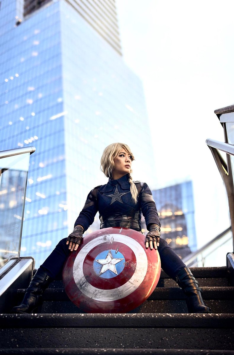 When you can see trouble in the distance...  (Cosplay credit to ivitso on Reddit)  #captainamerica #cosplay #marvel #avengers https://t.co/kUmlYh5OoQ