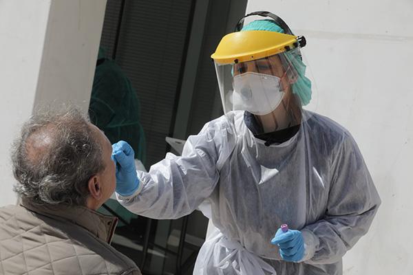 Nuevo tratamiento preventivo para #COVIDー19. Equipo de investigación argentino iniciará ensayos clínicos para evaluar un spray nasal que impediría que el virus ingrese al organismo a través de la nariz: https://t.co/0f5ByIMXmN https://t.co/e0qDb4x6nP RT @nex_ciencia