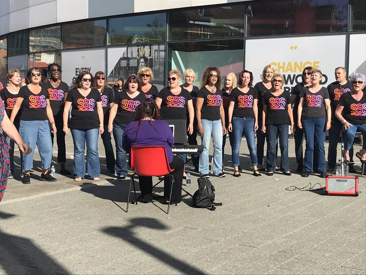 How sunny was this.taken last year outside Suffolk Uni. I think we all got a tan that day. #communitychoir #sunnyday #waterfront https://t.co/OsynUO20tr