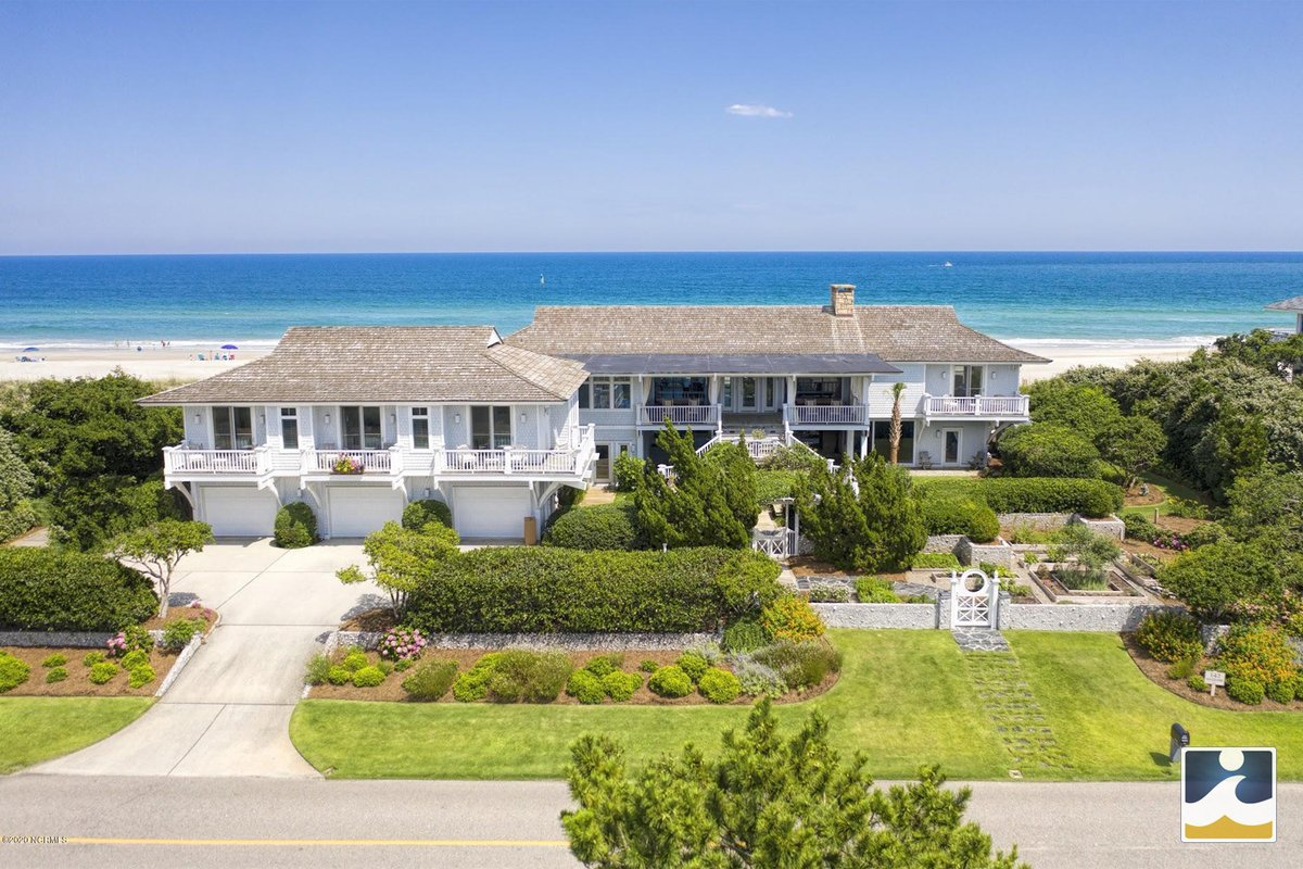 #LuxuryRealEstate #WilmingtonNC | Rare chance to own double lot #oceanfronthome on south end of #FigureEightIsland w/ ocean views from almost every room ~ https://www.intracoastalrealty.com/ListingDetails/142-Beach-Road-S-Wilmington-NC-28411/100221822…  #intracoastalrealty #luxuryhome #luxuryhomeforsale #luxuryrealtor #luxuryproperty #dreamhome #ilmpic.twitter.com/4iTNoPDWmQ