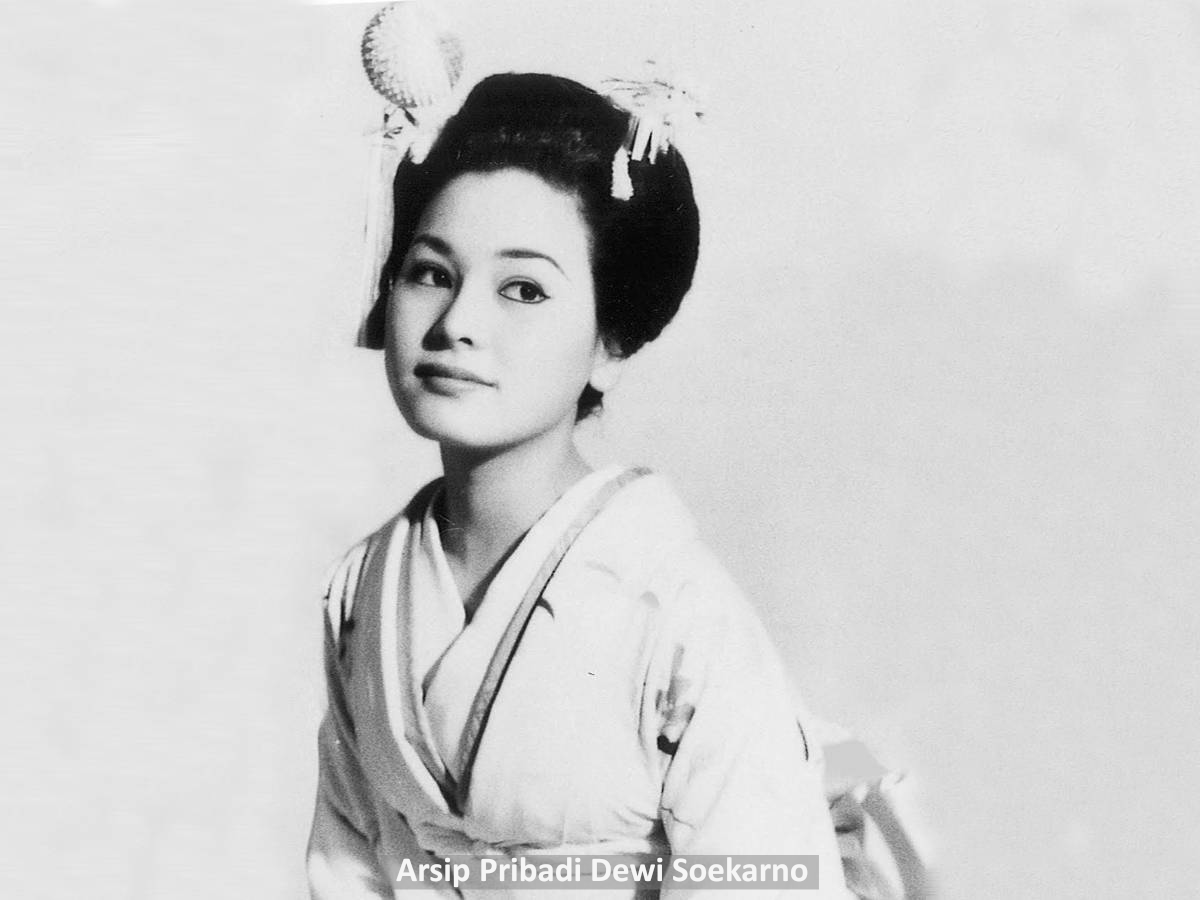 Potret Lawas On Twitter Gadis Tokyo Naoko Nemoto Dalam Balutan Kimono Dan Bersanggul 1957 Ini Dua Tahunan Sebelum Ia Berjumpa Soekarno Perjumpaan Yang Kemudian Mengubah Hidupnya Sama Sekali Https T Co Unpxizevwd