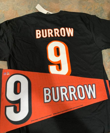 Ok @Bengals fans... This is the last of this haul I am giving away last/this week. This is a combo Joe Burrow T-shirt and Banner. I will stretch this one out and use 1450 followers as my giveaway metric. Retweet and Like so I can get your name down! #Whodey #Bengals #Giveaways https://t.co/DihERXV7QZ