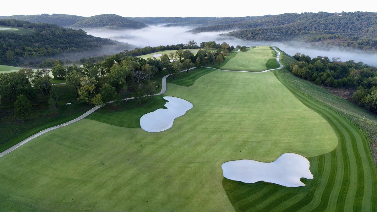 The views @GolfBigCedar of the Ozark Mountains are unlike any other. The landing area on Hole #4 shows the wide fairways and detailed bunker placement that players will encounter when navigating the course. https://t.co/djgcZXNkHV