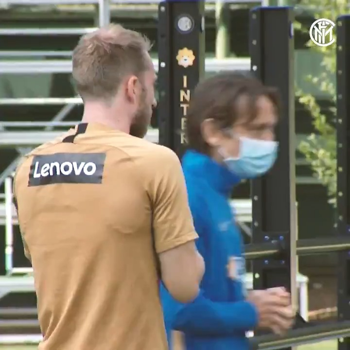 📹 | VIDEO  Immagini da Appiano: a bordocampo con i ragazzi con vista su #HellasVeronaInter 👇  Powered by @Lenovo @lenovoitalia https://t.co/OF1wnhNFjf