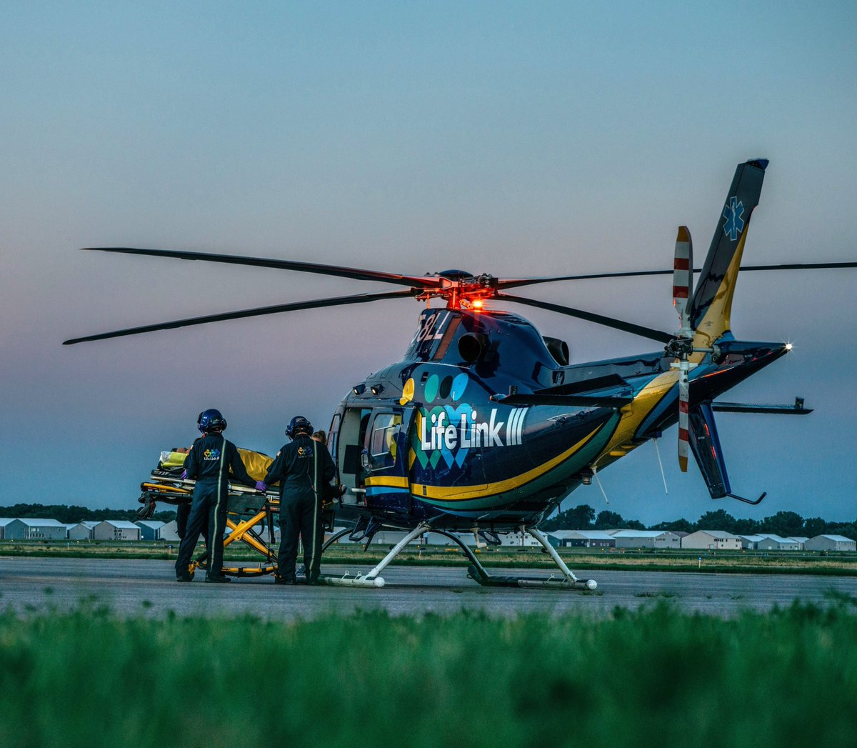 🔴#PressRelease Today we announce that #EMS operator @LifeLinkIII has placed an order for one IFR-certified #AW119 single engine helicopter with a future option for a second aircraft https://t.co/3RnLPNNS0Q https://t.co/y8cqtZRCfB
