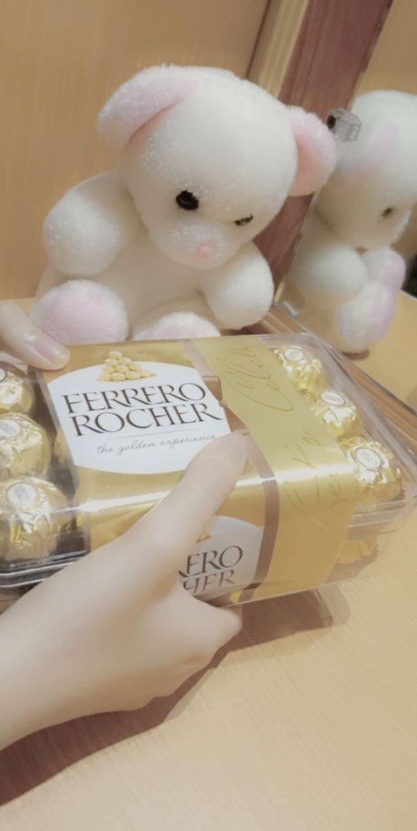 Anyone else want to eat. My Favorite chocolate  my hands🤪 😍 #Malaika #Khan #FanGirl #TeamPakistan🇵🇰 https://t.co/HWDplzv2FG