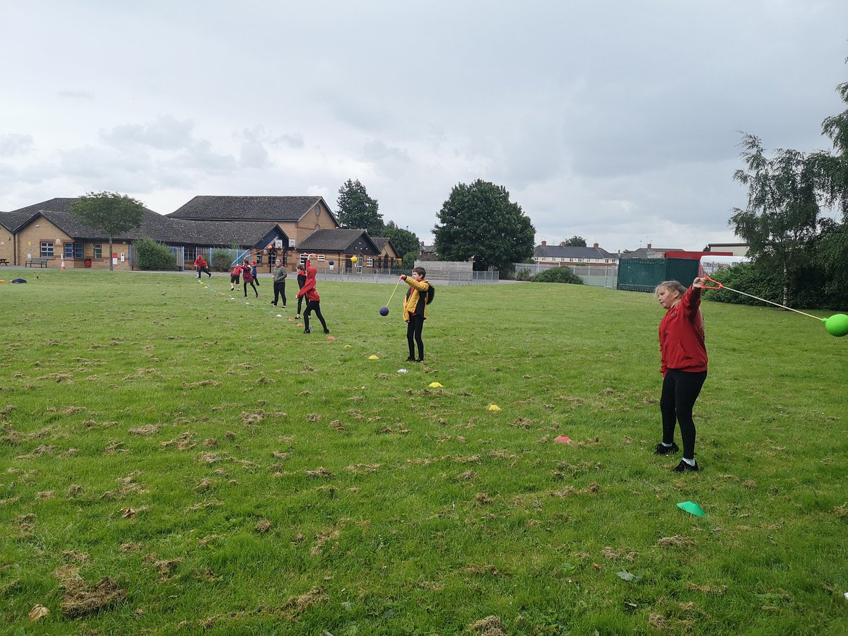 Before the rain came, we managed to get some athletics in this morning: hammer, shot put and discus throwing events. Everyone's definitely improving #practicemakesperfect @BoothferryPSpic.twitter.com/IYyx7aUCwm
