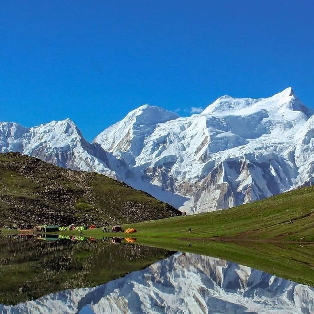 Alpine lake also known as Rush lake Northern Pakistan. #gilgitbaltistan #hunza #baltistan #nature #travelling #tourism #northpakistan #adventure #climbing #trekking #himalaya #karakorum #hiking https://t.co/Va7RVZzaWL https://t.co/A1G3eSuBbb