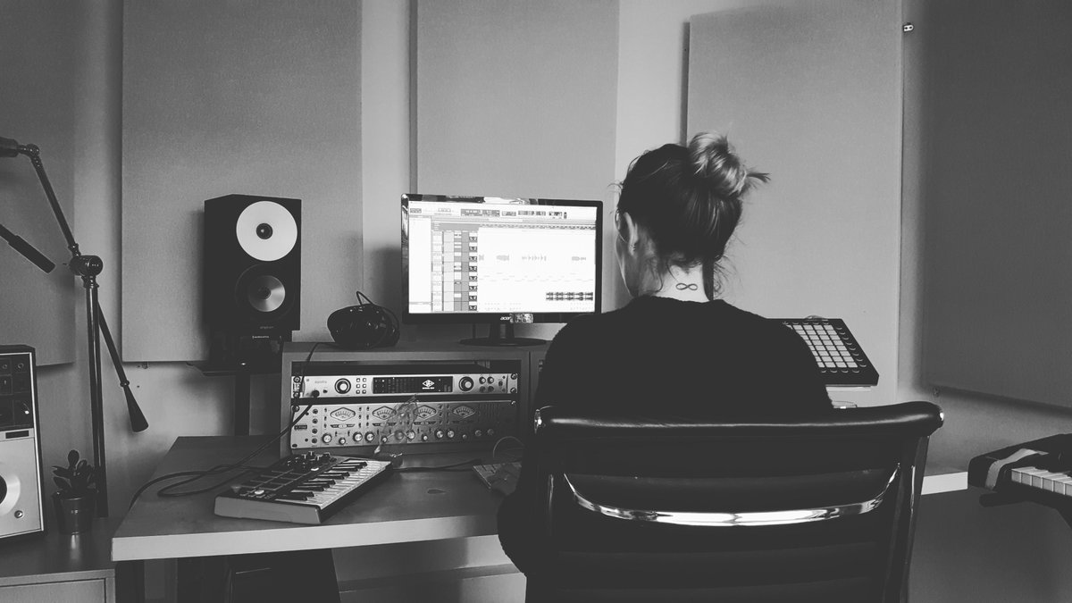 Throwback to last year writing Are You There with @RhiannonMair1 from @PALMBAYMUSIC who produced the trackwho else has missed going to the studio in lockdown?! #aphrah #areyouthere #womeninmusic #womeninproduction #music #womenmakemusic #studio #musicstudio #musicproducer pic.twitter.com/mm5iQ5aEKY