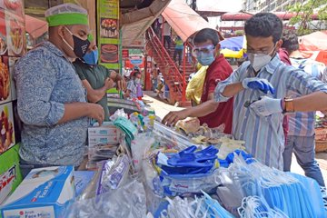 आपका नवीनतम #AsiaPacific के #COVID19 समाचार के लिए यहां क्लिक करे: https://t.co/oAT7nqEDxF - बांग्लादेश में मामले लगभग 169,000 के पार पहुंचा  - सीधे 6वें दिन टोक्यो के मामले 100 से ऊपर पहुंचा  - भारत के कुल मामले 700,000 के पार, मौतें 20,000 के पार https://t.co/9OMZ1gDl7D