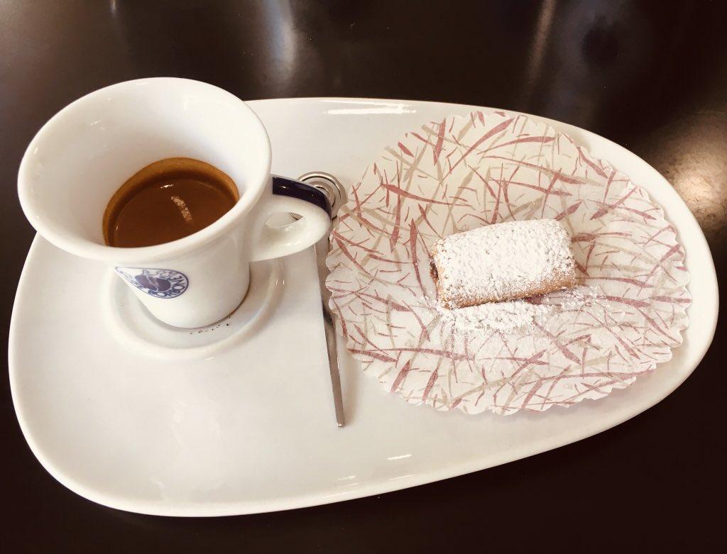 ... una dolce pausa caffè! ☕️🍪😌 Stay Tuned! 🎶 Francesco ❤️ #francescofotimusic #francescofoti #lalibreriadellalchimista #renzoiltorbido #tàntàntàn #luomonero #cantautore #songwriter #musica #music #caffè #cafènoir #giarre #catania #sicilia #sicily https://t.co/gFc5SDunLB