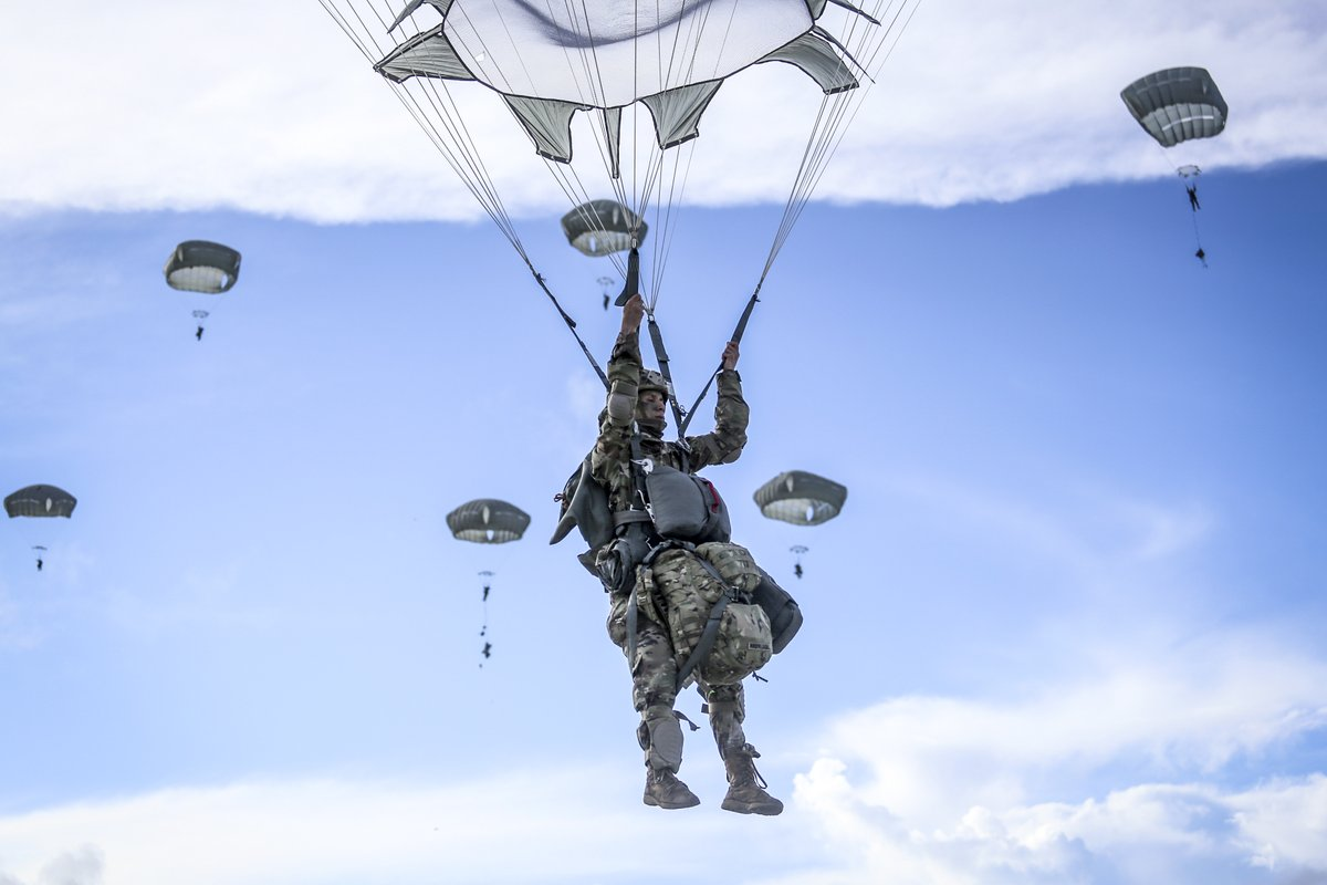 Paratrooper Descent! @USArmy paratroopers descend over Guam 🇬🇺 after jumping from a C-17 aircraft during training.