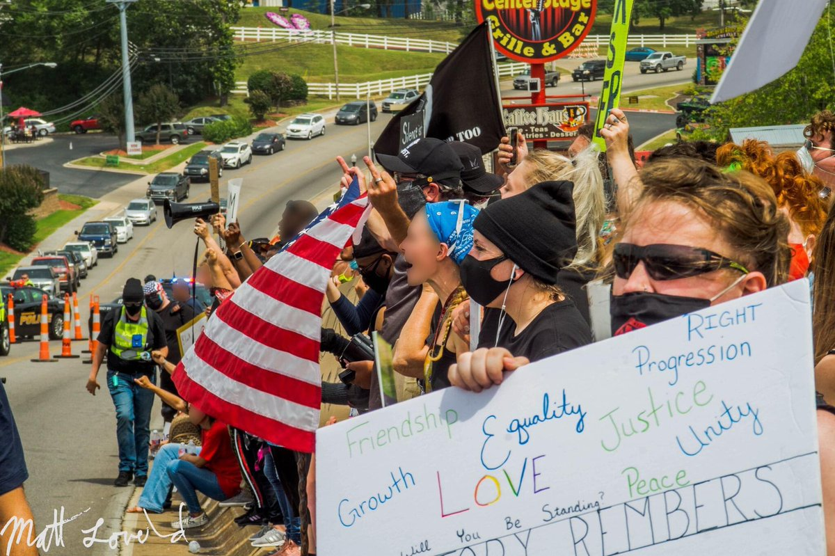 BLM Protest at Dixie Outfitters, Branson, MO - 6/27/20 #protests2020 #JusticeForGeorgeFloyd #BlackLivesMatter #MAKERACISTSAFRAIDAGAIN #bransonmissouri #JusticeforBreonnaTaylor #protest #Equality #dixieoutfitters #news #history https://t.co/MzyOEeok2Y