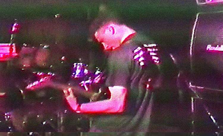 Un vídeo muestra a Zack De La Rocha ejerciendo como guitarrista de un grupo (Hard Stance) en 1990 https://t.co/Cm0QDQvxGF https://t.co/97LgnFzmtq