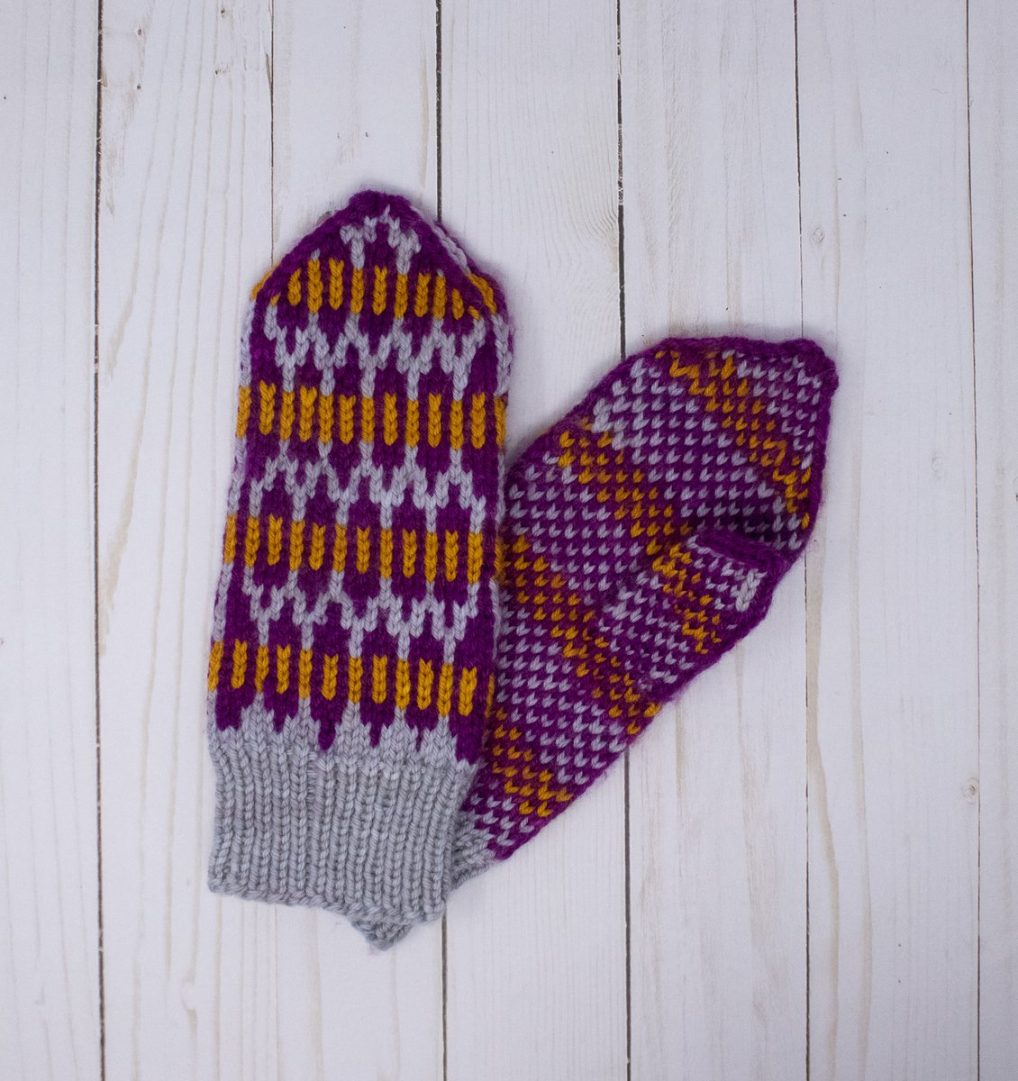 Toasty #mittens from @wildfibersyarns and all yours with a #slowyarncrawl passport.  (I'm pretty sure WildFibers has some passports available too! More info at https://t.co/PuTuLnEwax https://t.co/qVLyHlCQzd