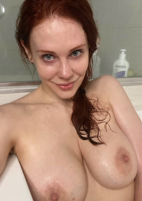 1 pic. RT + LIKE to see the rest of my bath selfies in your DM! 👇 https://t.co/s6MGIXSw7N