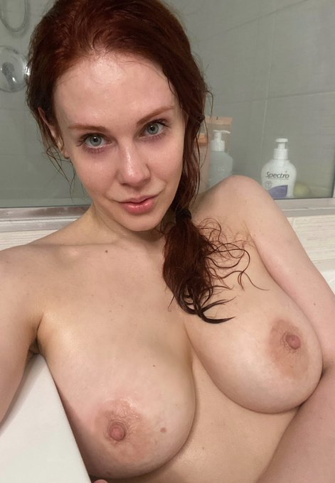 2 pic. RT + LIKE to see the rest of my bath selfies in your DM! 👇 https://t.co/s6MGIXSw7N