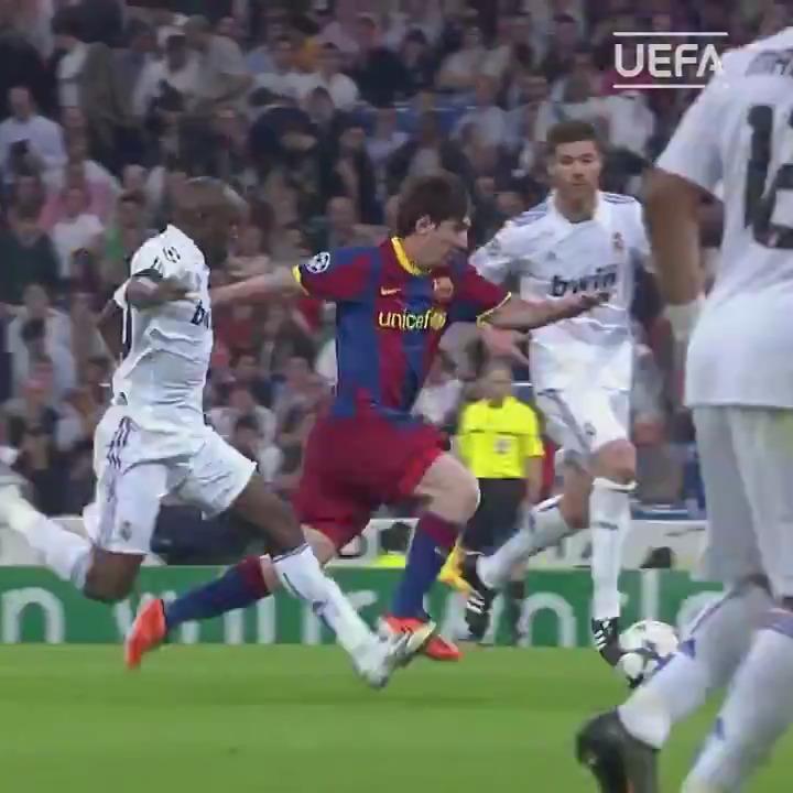 🇦🇷Joyeuse fête de lindépendance argentine💃🕺 En cadeau, ce slalom inoubliable de Lionel Messi face au Real Madrid... un moment 😱🤯😍 #UCL #LdC | @fcbarcelone