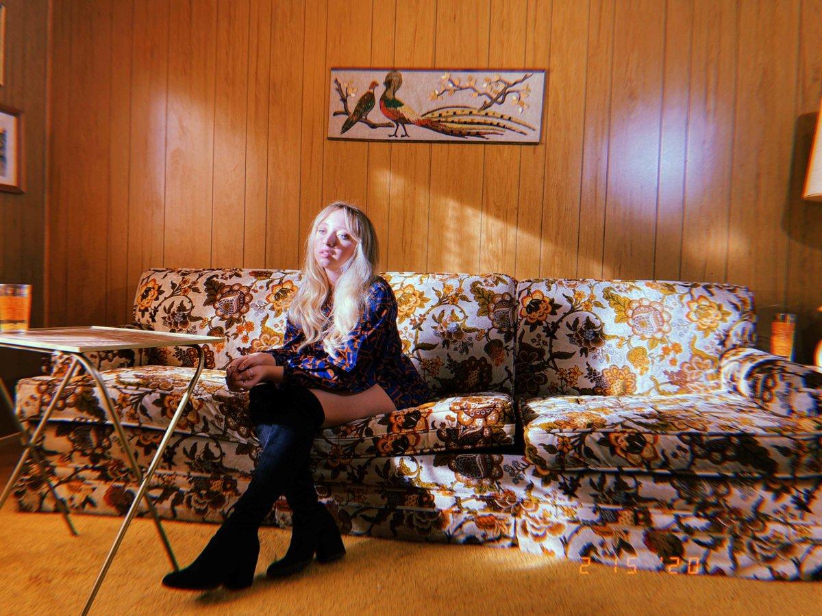 INTERVIEW: Folk-pop Rising Star Emma Charles - https://ventsmagazine.com/2020/07/07/interview-folk-pop-rising-star-emma-charles/…pic.twitter.com/VvKiiTSaJu