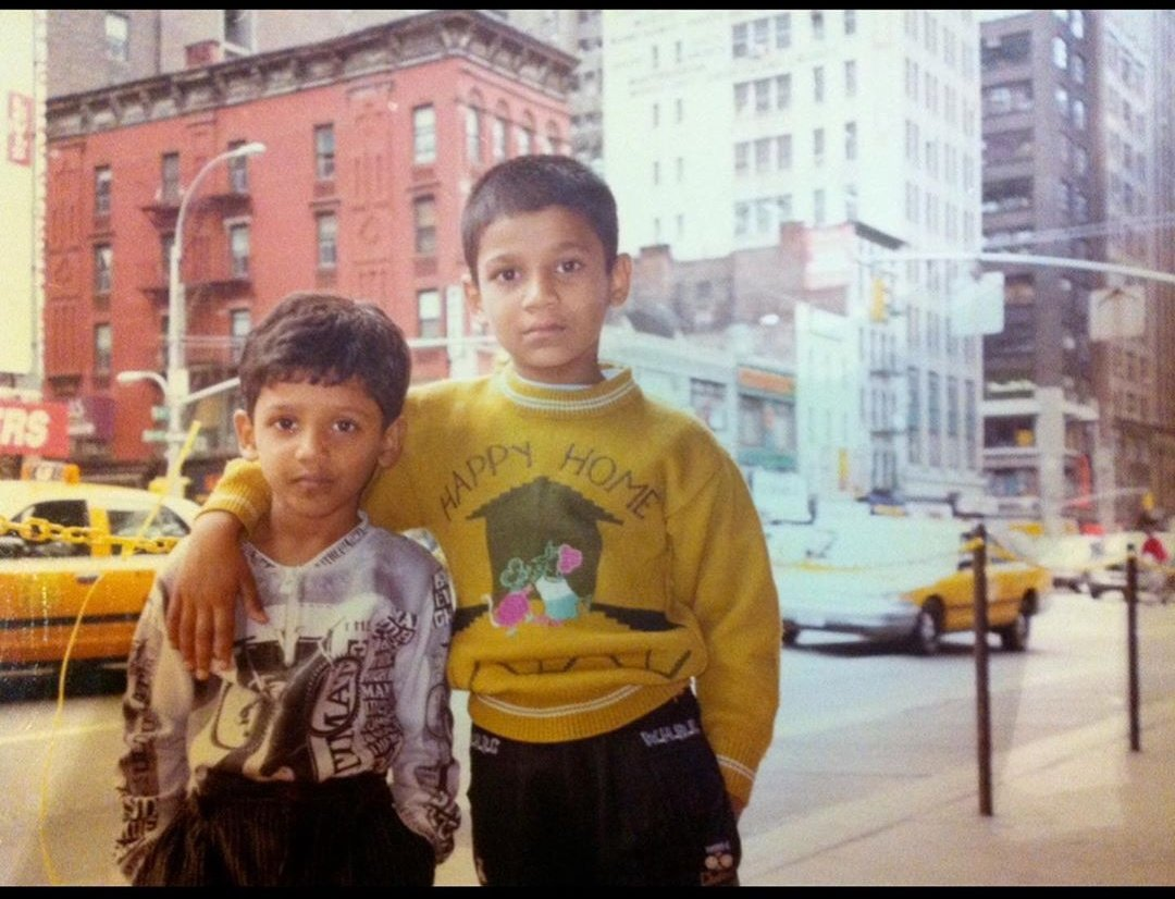 The Bellamkonda brothers looked adorable in this throwback picture from their family holiday in New York. @BSaiSreenivas  #siblings #family #Tollywood #ThrowBackTuesday https://t.co/1L7qpqBbI3