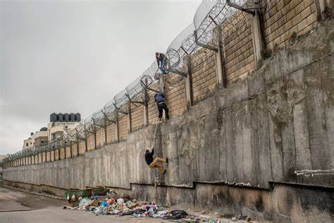 You can't just 'build a wall' against humanity. Metaphorically the Great Wall of China, Hadrian's Wall, Berlin Wall were all proven to  be ridiculous.  People moved around.  Many liked 'their side' of the wall.  However.  We have USA building wall, and Israel the same.   Huh? pic.twitter.com/tjPASiNCTX