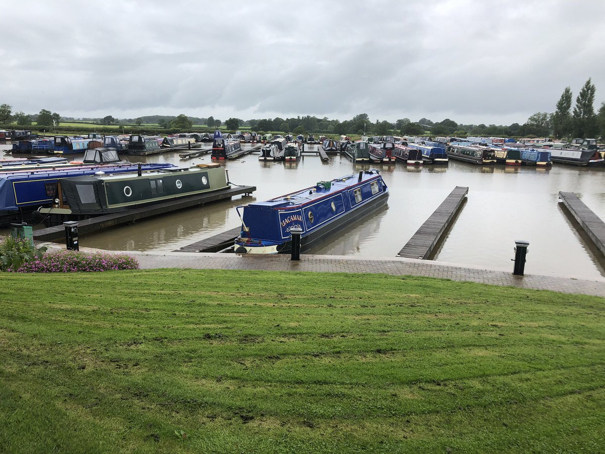 Decided to go on a local #shroppie towpath tour as several of @AqueductMarina moorers have gone cruising.  It was very wet so most boats were staying put today, but great to be out and see the canals active again #Nantwich #Audlem #MarketDrayton #Barbridge #canals  pic.twitter.com/okkpm1jkFM