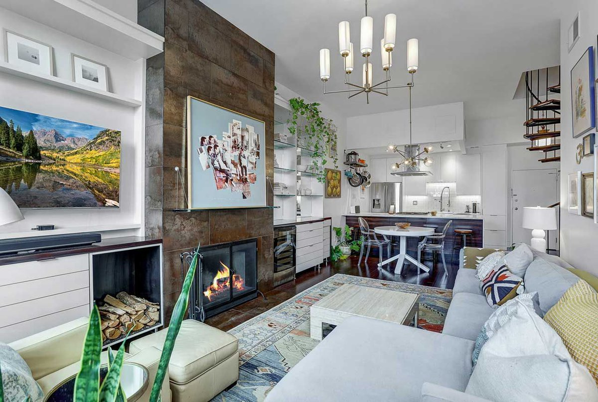 Spacious and Modern Duplex Condo Complete with Fireplace and Private Outdoor Terrace For Sale in Downtown Jersey City: https://buff.ly/3fzBC3k #LuxuryRealEstate #ForSale #NewJersey #JerseyCitypic.twitter.com/i6lBHcoypL