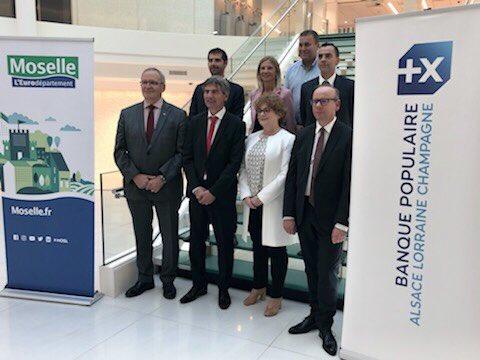 «Opération masques pour les collectivités»! L'association des maires ruraux de Moselle, le @MoselleCD57 et la Banque Populaire Alsace Lorraine Champagne réunis ce soir pour marquer la réussite de cette opération grâce au soutien de la BPALC. https://t.co/yaGCgUTxTD