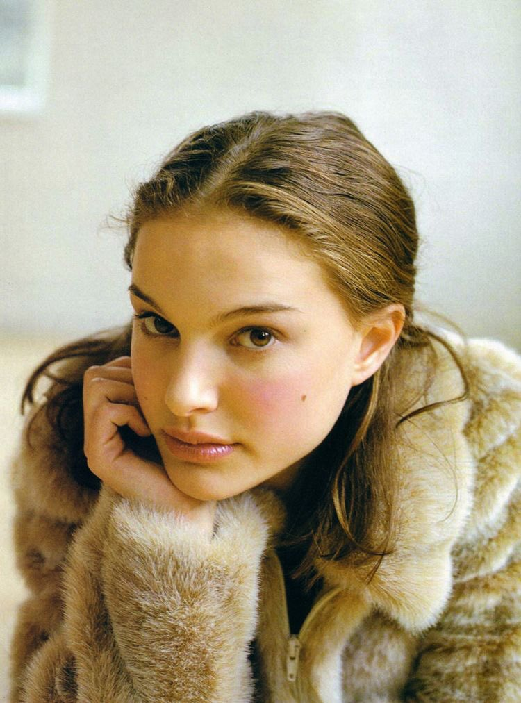 some young natalie portman for the tl pic.twitter.com/jfpKY4DzHw