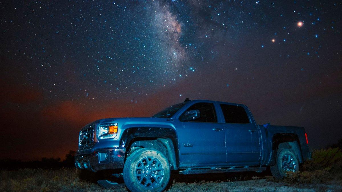 The   at night are BIG & BRIGHT, deep in the heart of Texas!   #beckmasten #gmc #trucks #sierra #duramax #truck #liftedtrucks #diesel #lifted #offroad #powerstroke #gmctrucks #cars #trucksofinstagram #houston #htxpic.twitter.com/OC9igl4PAC