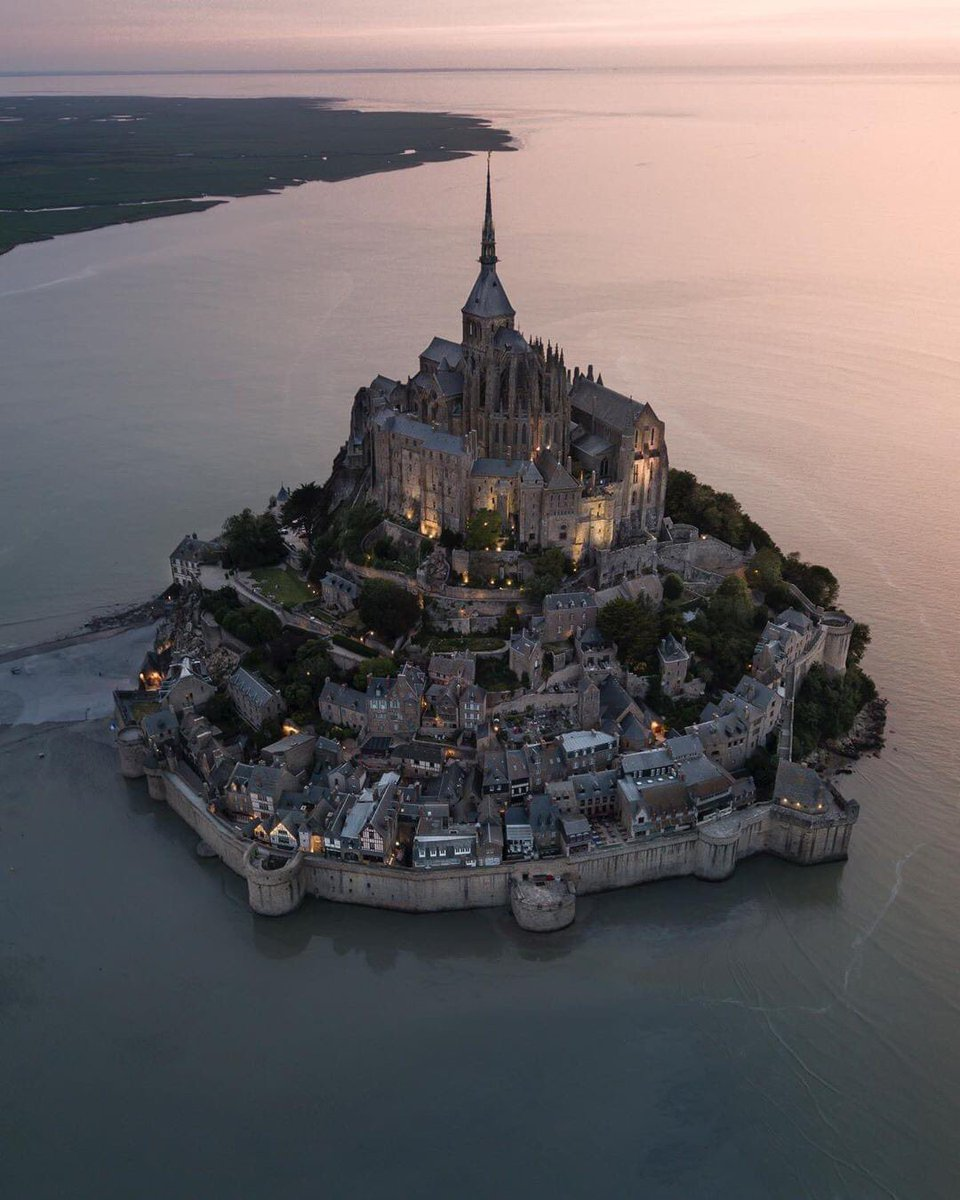 Welcome to Mont Saint-Michel - Normandy, #France  pic.twitter.com/P30UbOS2Sk
