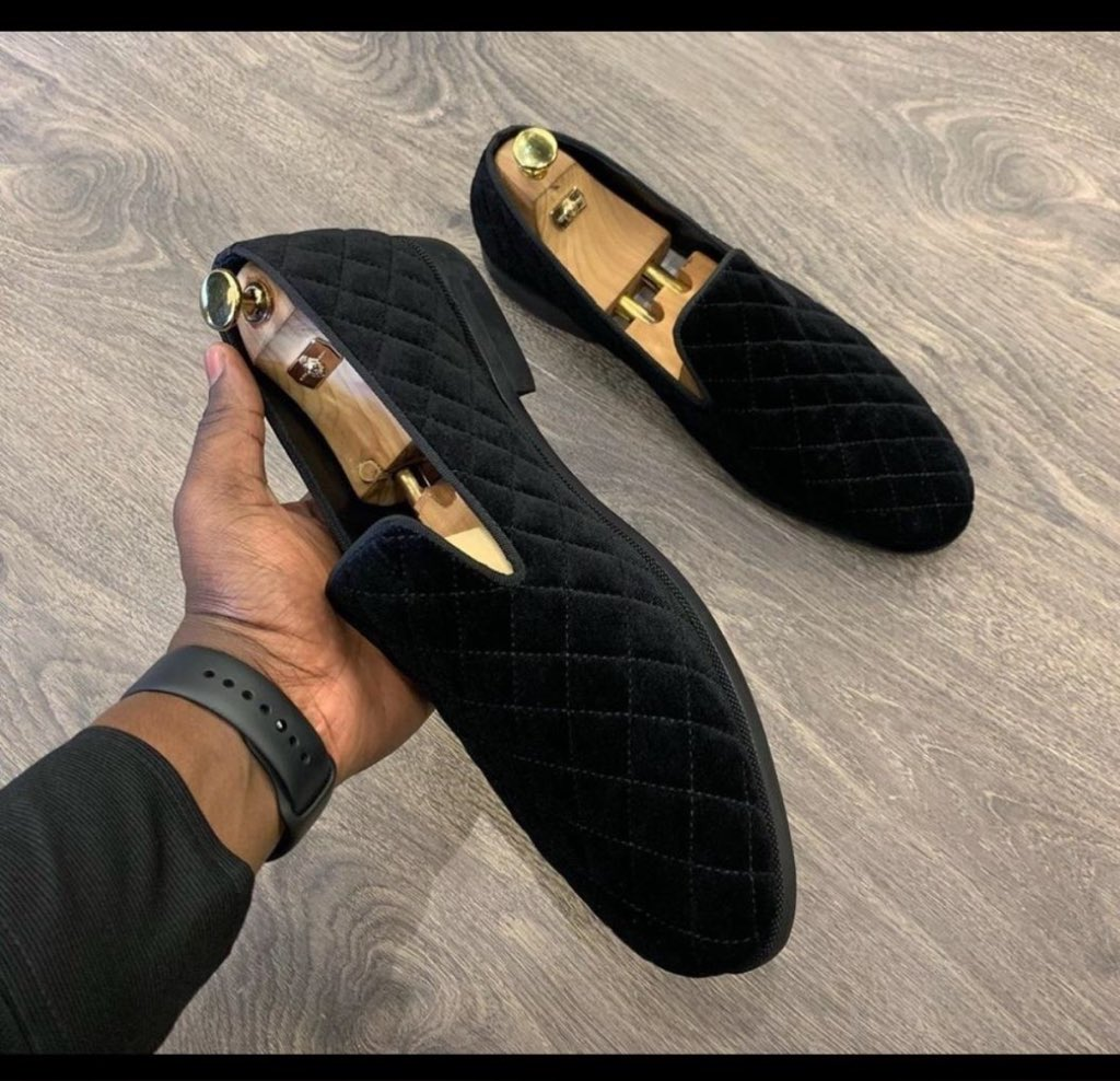 The way you fall in love with the designers don't forget I also make and sell handmade footwear's  Rt guys it will go along way pls Available in all sizes  Price-12k for each pair #CRYCHE #Adeherselfpic.twitter.com/jXcfFJVqzq