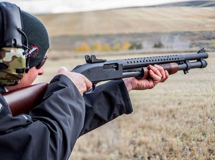Do you prefer your shotguns with wood furniture? @athlonoutdoors #Mossberg #Retrograde https://t.co/PZ8m8uMDOx