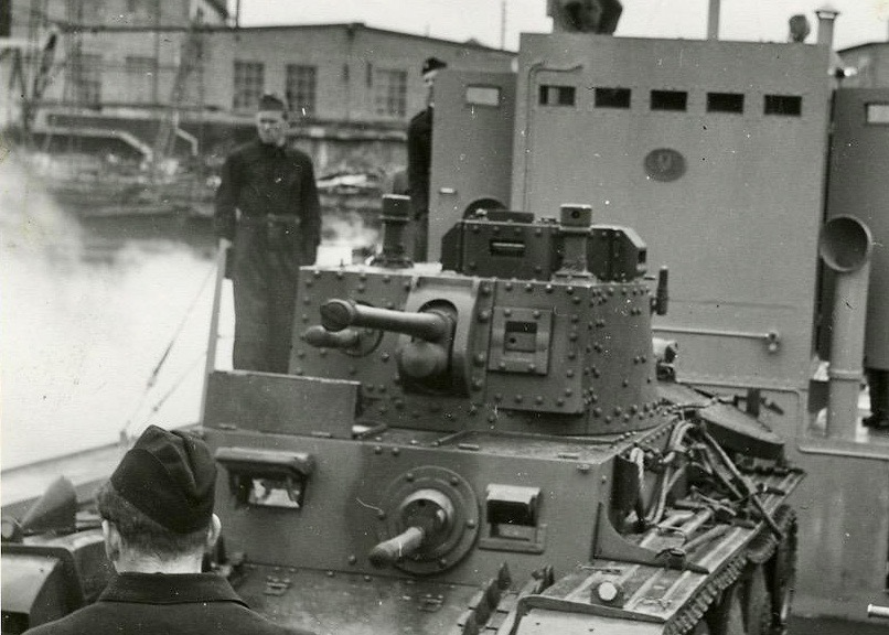 Not #Normandy #DDay but an amphibious landing at #Oskarshamn, #Sweden. More in my latest blog post (alas in Swedish): https://t.co/jEdt0ztSqb #WW2 #Czechoslovakia #TankTuesday #tank https://t.co/07zQpB3pYU